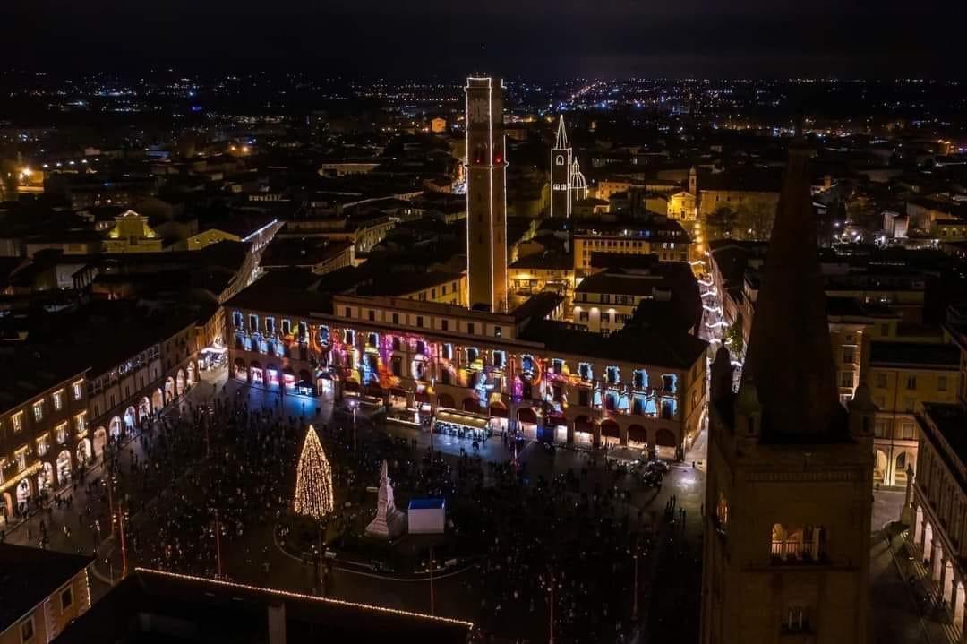 Forlì piazza Saffi Natale 2020 foto di Franco Agnoletti