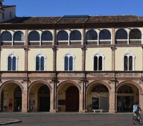 palazzo albertini in piazza saffi forlì